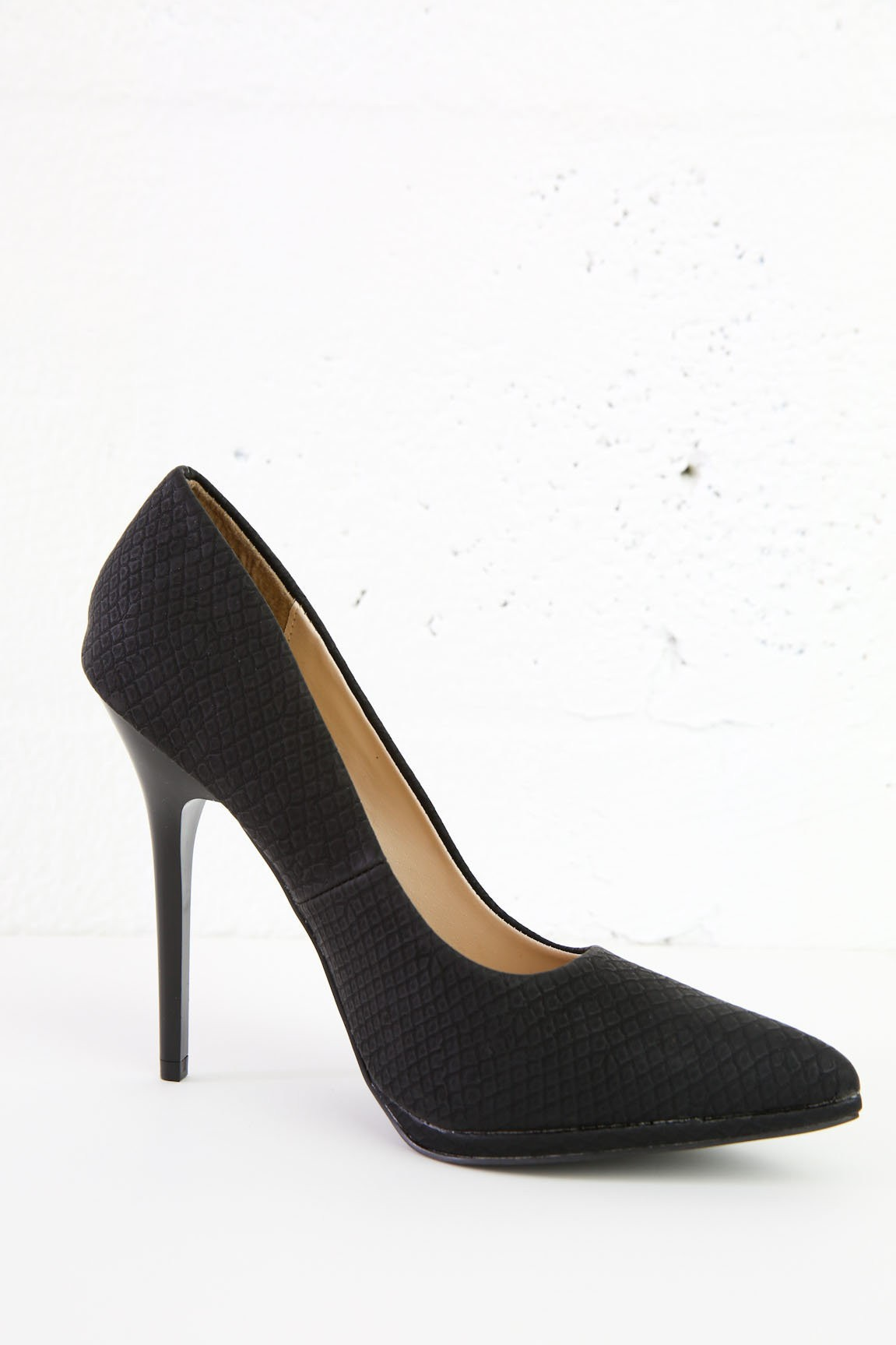 Pointy Toe Style Pumps